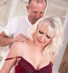 Beautiful granny Dame S blows her masseuse after massage and losing her bra