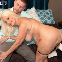mature blonde BBW Vikki Vaughn baring big ass before hardcore granny sex