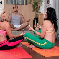 Granny pornostars Sally D'Angelo and Rita Daniels press gigantic funbags together in Threesome