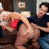 Hose garbed mature doll Jeannie Lou flashing gigantic ass before MMF three way