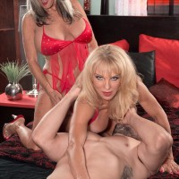 Mature blondes Sally D'Angelo and Cara Reid delivering dual oral pleasure during Threesome