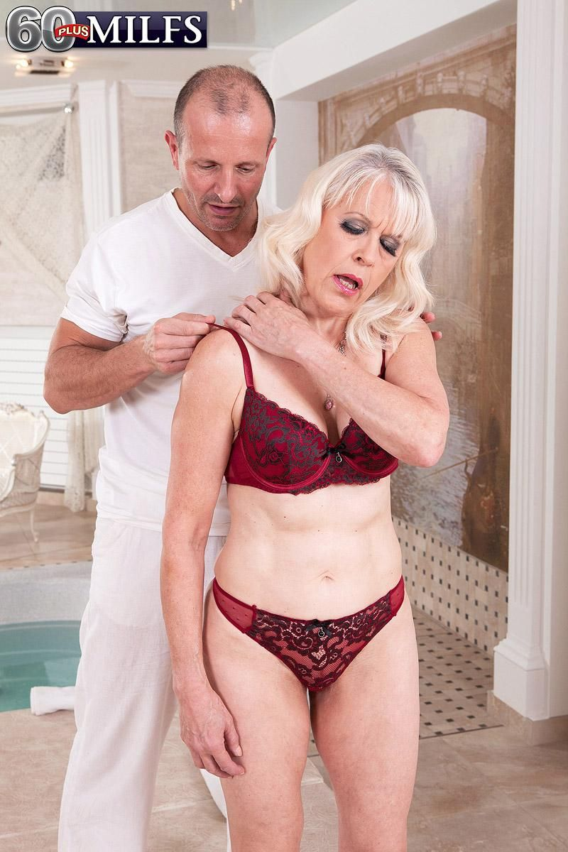 MILF Over 60 Lady S gets rubbed down before giving her masseur a blowjob