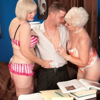 Mischievous grandmas Jewel and Lola Lee delivering double oral jobs in tan hosiery