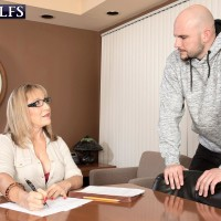 Over 60 lecturer Luna Azul entices a masculine schoolgirl in her work environment