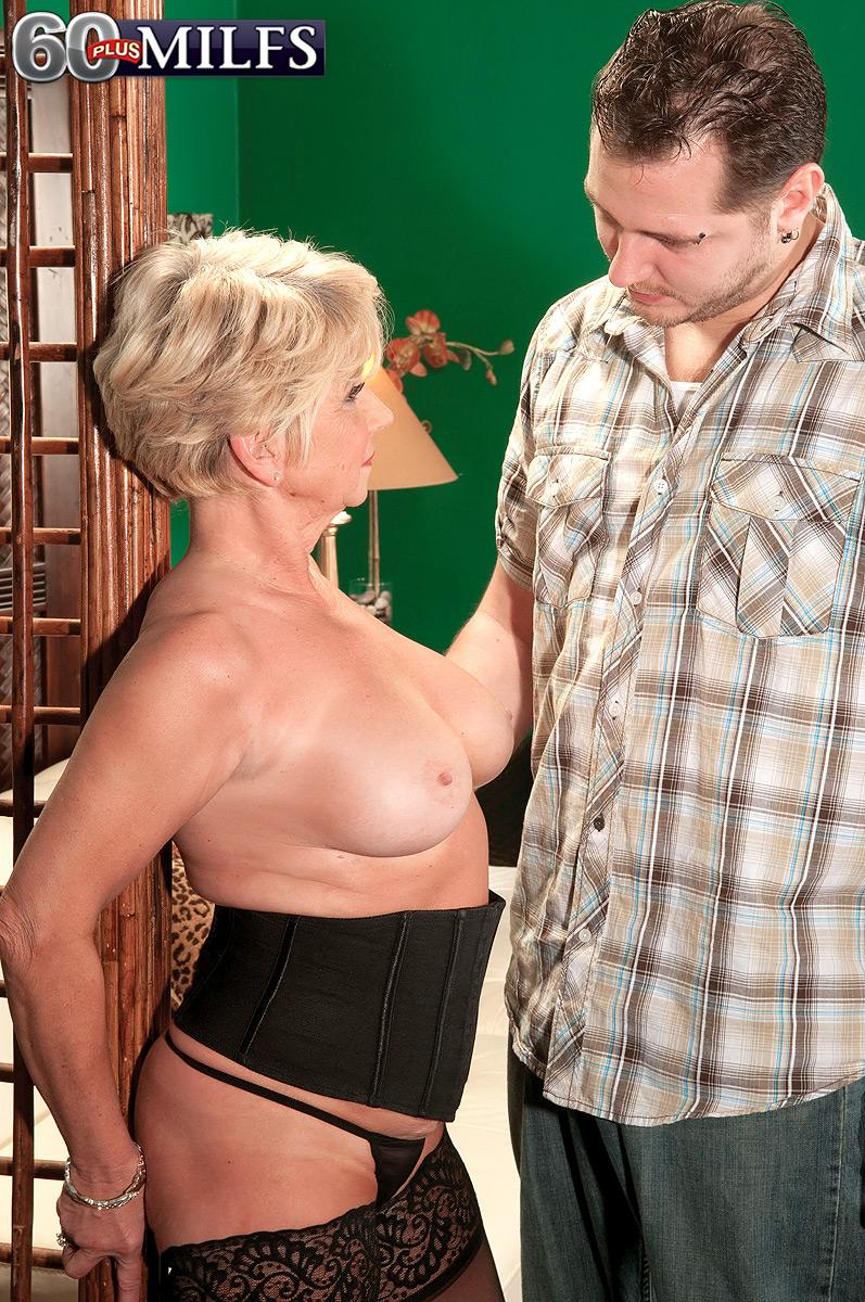 Plump experienced amateur DeAnna Bentley uncovering giant tits in hose before BLOWJOB